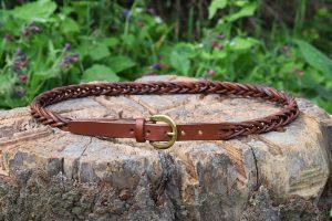 Cintura da donna in cuoio intrecciato con fibbia in ottone da 19 mm.
