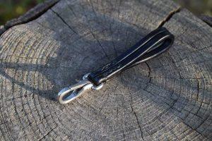 Clip portachiavi da cintura in cuoio trafilato.